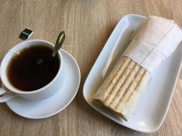 Шаурма и чай